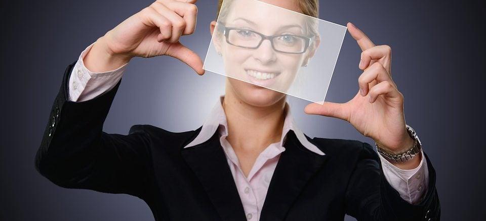 Bewerbungsfoto selber machen: 5 Tipps für professionelle Fotos