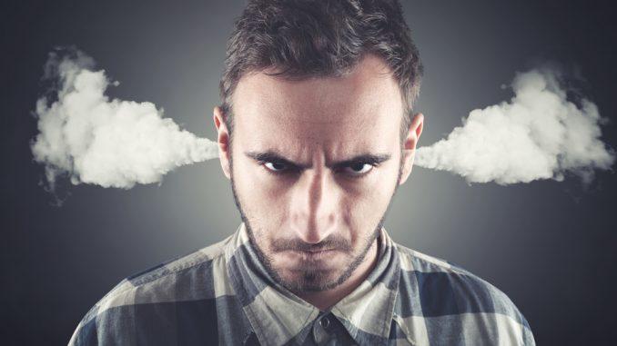 Einem Mann raucht der Kopf