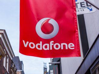 Vodafone Fahne vor einem Ladenlokal
