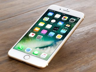 Das iPhone 7 liegt auf dem Tisch