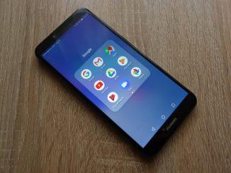 Ein Huawei Y6 liegt auf dem Tisch