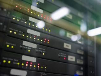 Ein Serverschrank in der Nahaufnahme