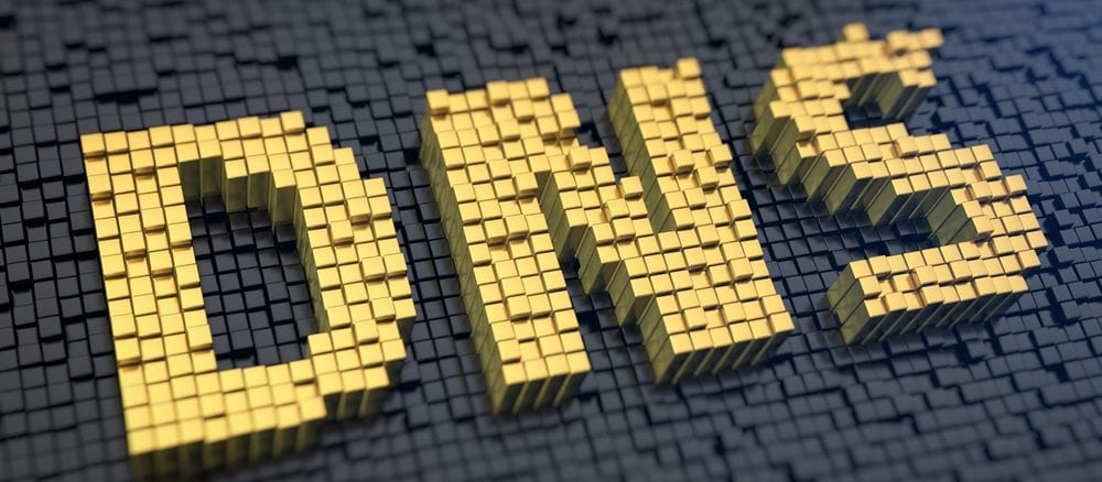 Gelber DNS Schriftzug auf schwarzem Hintergrund