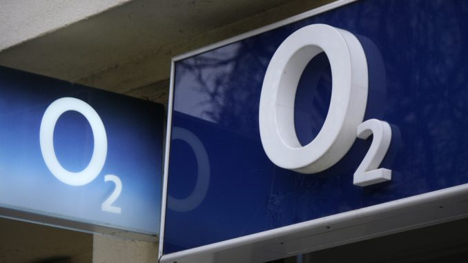 o2 Logos vor einem Ladenlokal
