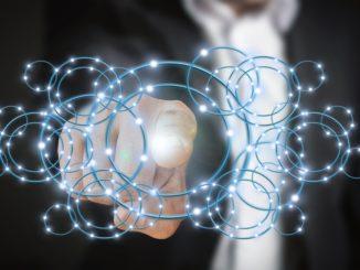 Eine Hand bzw. ein Zeigefinder zeigt auf blaue Kreise