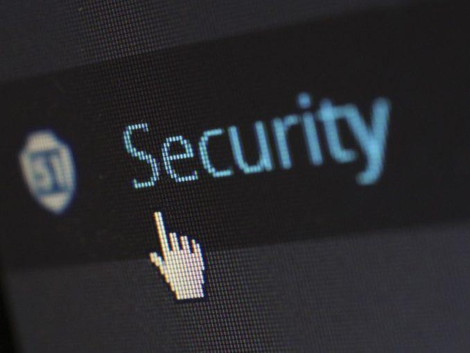 Security in blauer Schrift auf schwarzem Hintergrund