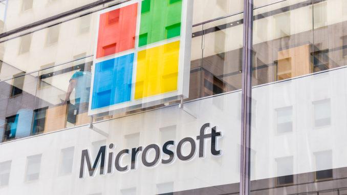 New York, USA - 15. Mai 2019: Microsoft Store in Manhattan. Microsoft ist der weltweit größte Softwarehersteller, der auf dem Markt für PC-Betriebssysteme, Büroanwendungen und Webbrowser dominiert