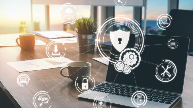 Cybersicherheit und digitales Datenschutzkonzept. Grafische Benutzeroberfläche mit Symbolen, die sichere Firewall-Technologie für den Schutz des Online-Datenzugriffs gegen Hacker, Viren und unsichere Informationen für den Datenschutz zeigt.