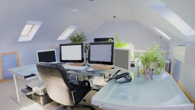 Ein Home Office auf dem Dachboden