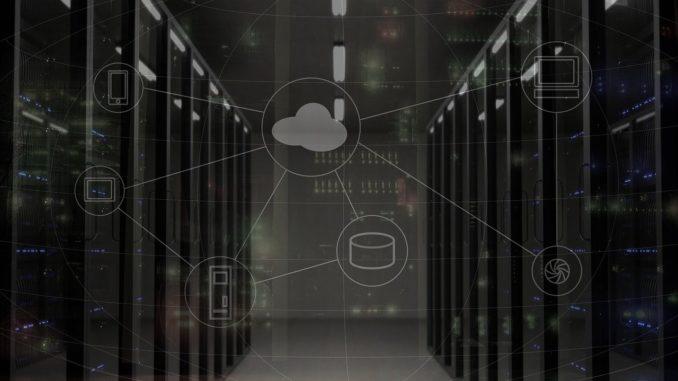 Grafik mit Serverschränken im Hintergrund