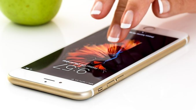 Finger auf Smartphonedisplay